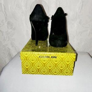 Black Gianni Bini t-strap platform heels